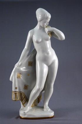 Скульптура Обнаженная женщина, Дулёвский фарфор ДС1079
