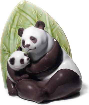 Статуэтка фарфоровая Любовь Панд (Panda Love) 18см NAO 02001779