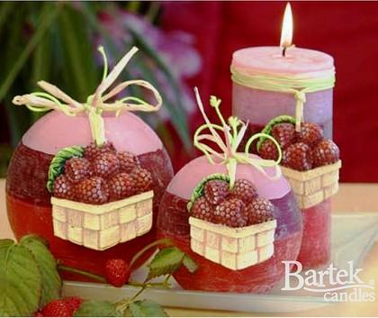 "Bartek Candles RUSTIC RASPBERRY Свеча ""Малина"", блок 95х95х100мм, артикул 5907602656343"