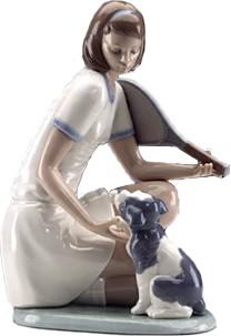 Статуэтка фарфоровая Теннисистка и щенок (15 Love) 22см NAO 02001347