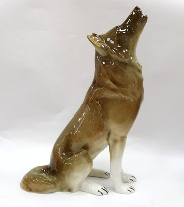 Скульптура Волк сидящий, фарфор ИФЗ 82.06370.00.1