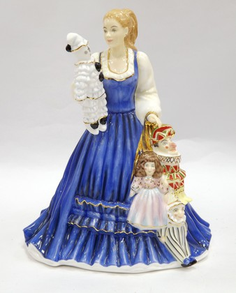 Статуэтка Девушка с куклами, фарфор, 22см English Ladies ELGELS03401