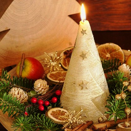 "Bartek Candles CHRISTMAS CANDLE Свеча ""Ёлочка со звёздами"" - вид C, конус 90х170мм, артикул 5907602669787"