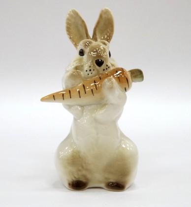 Скульптура Заяц с морковкой 2 ИФЗ 82.01963.00.1