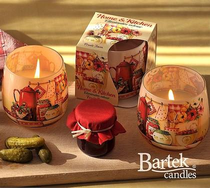 "Bartek Candles HOME & KITCHEN Свеча ""Домашний уют"" - в интерьере, стакан 80х75мм, артикул 5907602668537"