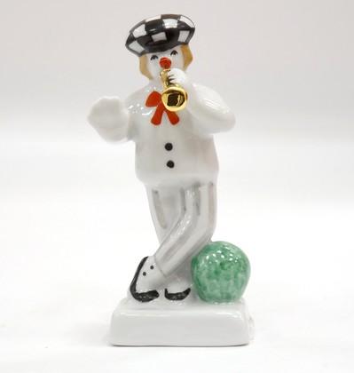 Скульптура Олег Попов с мячом, Дулёвский фарфор ДС2257