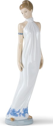 Статуэтка фарфоровая Элегантность (Elegance) 31см NAO 02001205