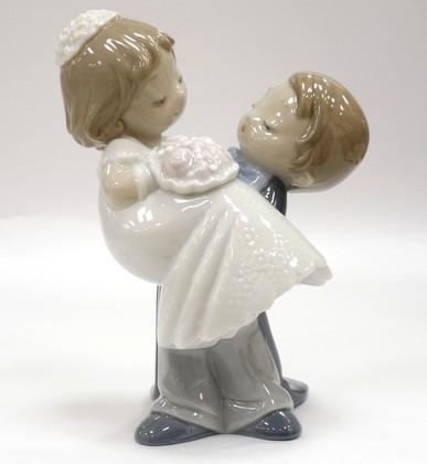 Статуэтка фарфоровая Любовь это… мы (Love is... You and Me) 15см NAO 02001741