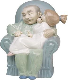 Статуэтка фарфоровая Дедушкины сказки (Giggles with Grandpa) 14см NAO 02001513