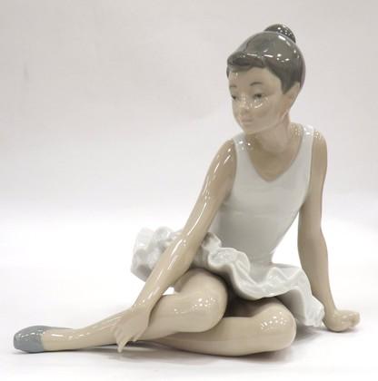 Статуэтка фарфоровая Сидящая балерина (Seated Ballet) 16см NAO 02000147