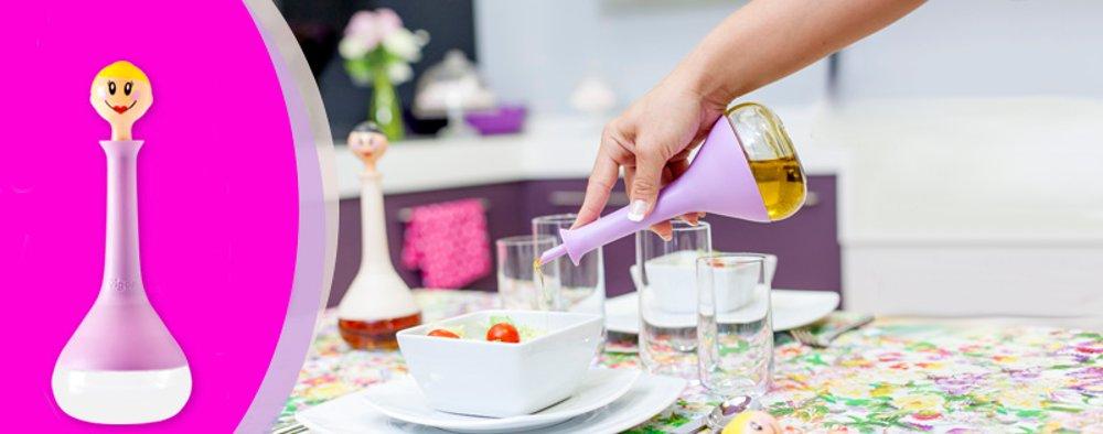 Процесс использования настольной ёмкости для уксуса или растительных масел от Vigar
