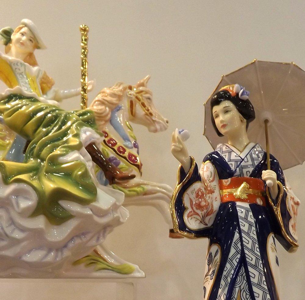 Статуэтки The English Ladies Co на выставке КонсумЭкспо-2014. Вид А