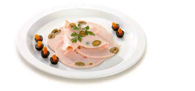 В комплекте с ветчинницей Tescoma PRESTO предложен рецепт приготовления куриного окорока с оливками