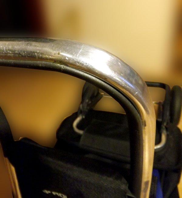 Металлическая ручка сумки-тележки LOGIC RG PAC067azul от Rolser с пластиковой накладкой для контакта с ладонями