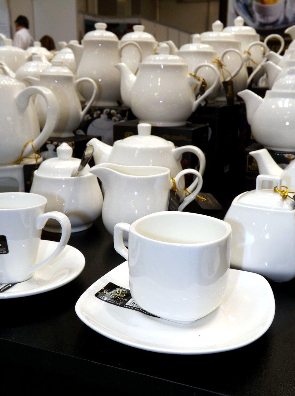 Продукция британско-китайского предприятия по производству и распространению фарфоровой посуды и кухонных аксессуаров на сентябрьской выставке HouseHoldExpo 2014 - вид Б