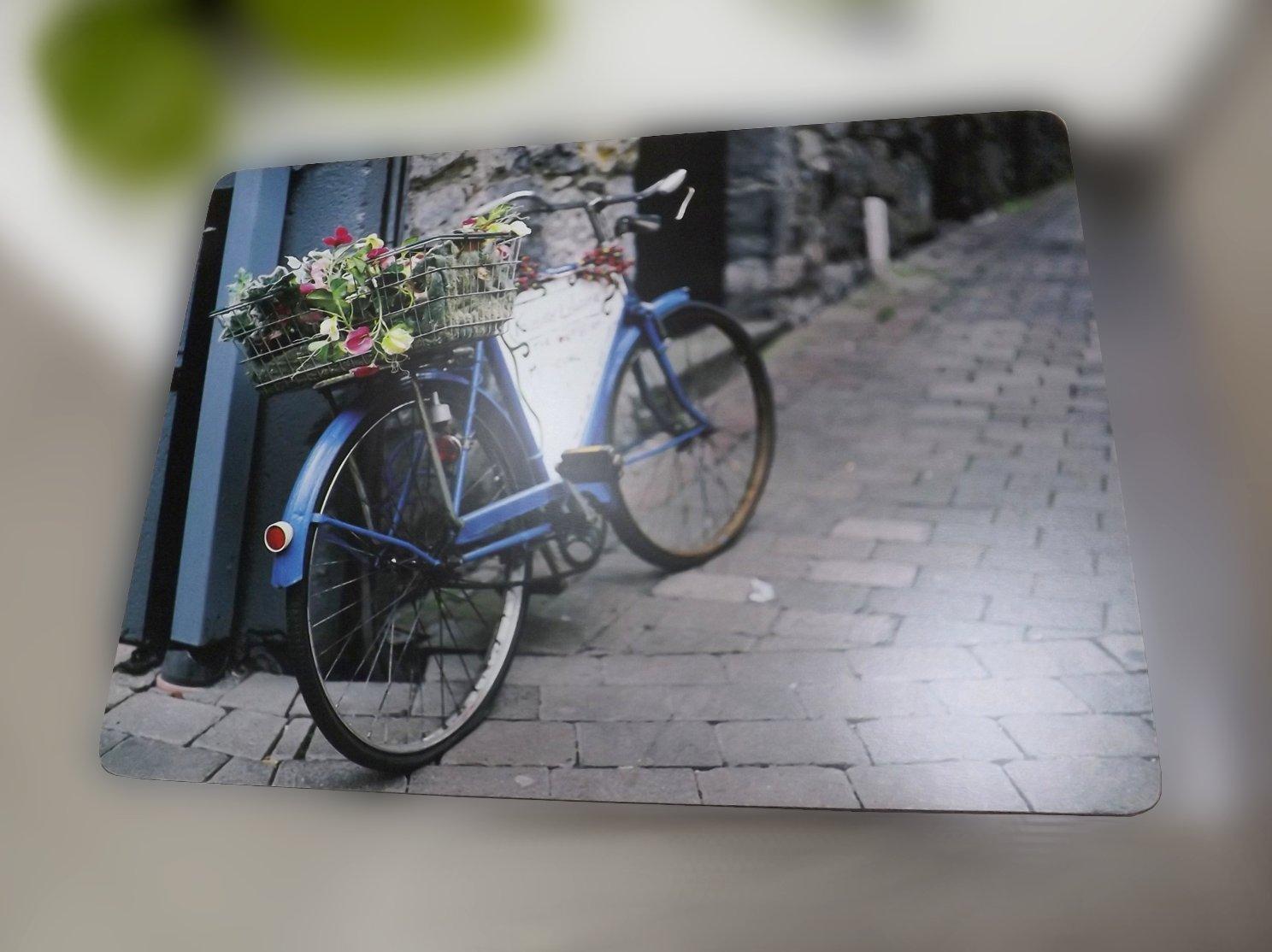Подставка на основе пробкового дерева с изображением велосипеда на небольшой городской улочке от Creative Tops