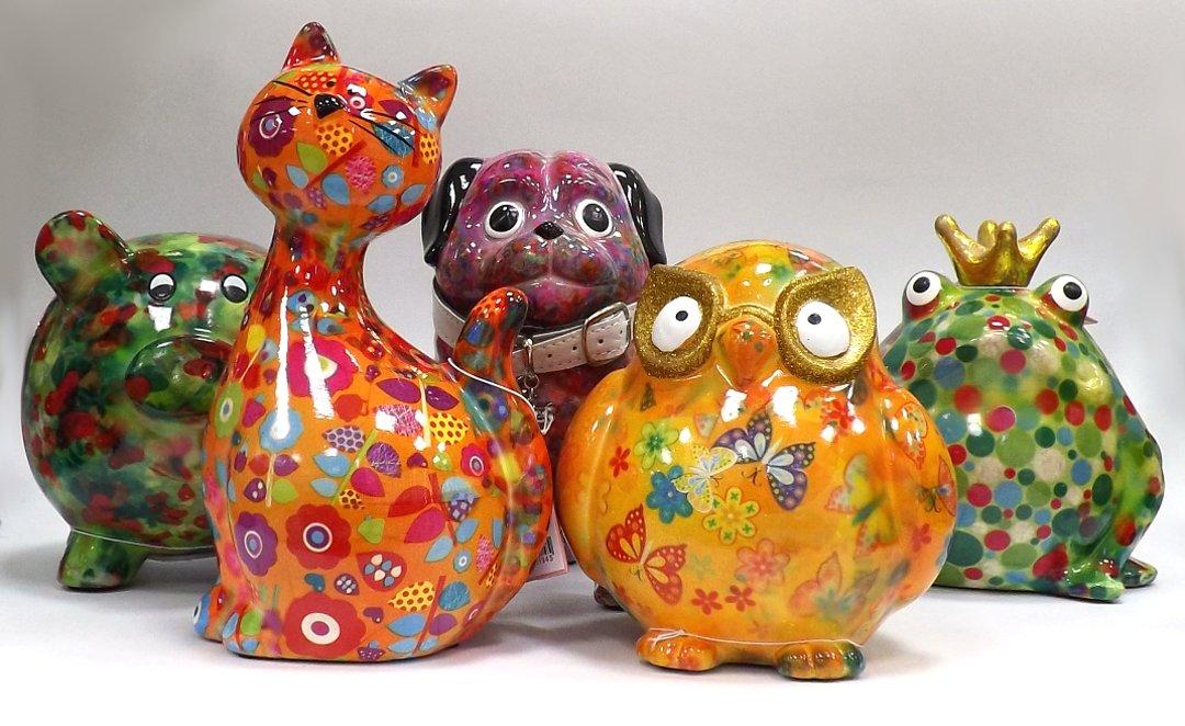 Копилки от Pomme-Pidou из коллекций свиней PEGGY, кошек CARAMEL, мопсов DAISY, сов ERROL и лягушек FREDDY