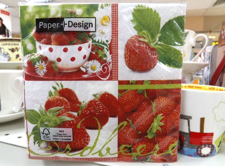 Бумажные декупажные салфетки с подборкой изображений клубники от Paper+Design