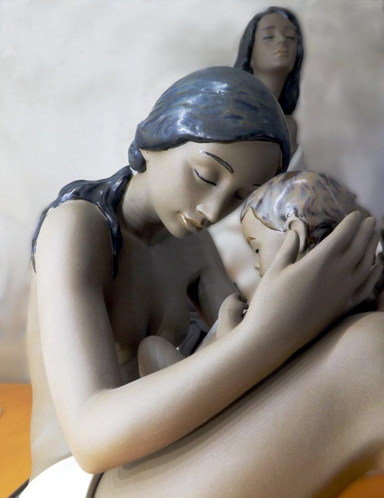 Керамическая статуэтка My Dearest One (Моя ненаглядная), созданная художниками под испанским брендом NAO, принадлежащим компании Lladro