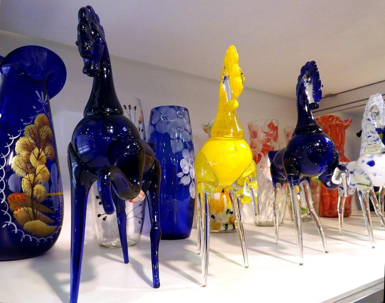 Cтеклянные статуэтки лошадей. Выставка HouseHold Expo в Москве, сентябрь 2013 г.