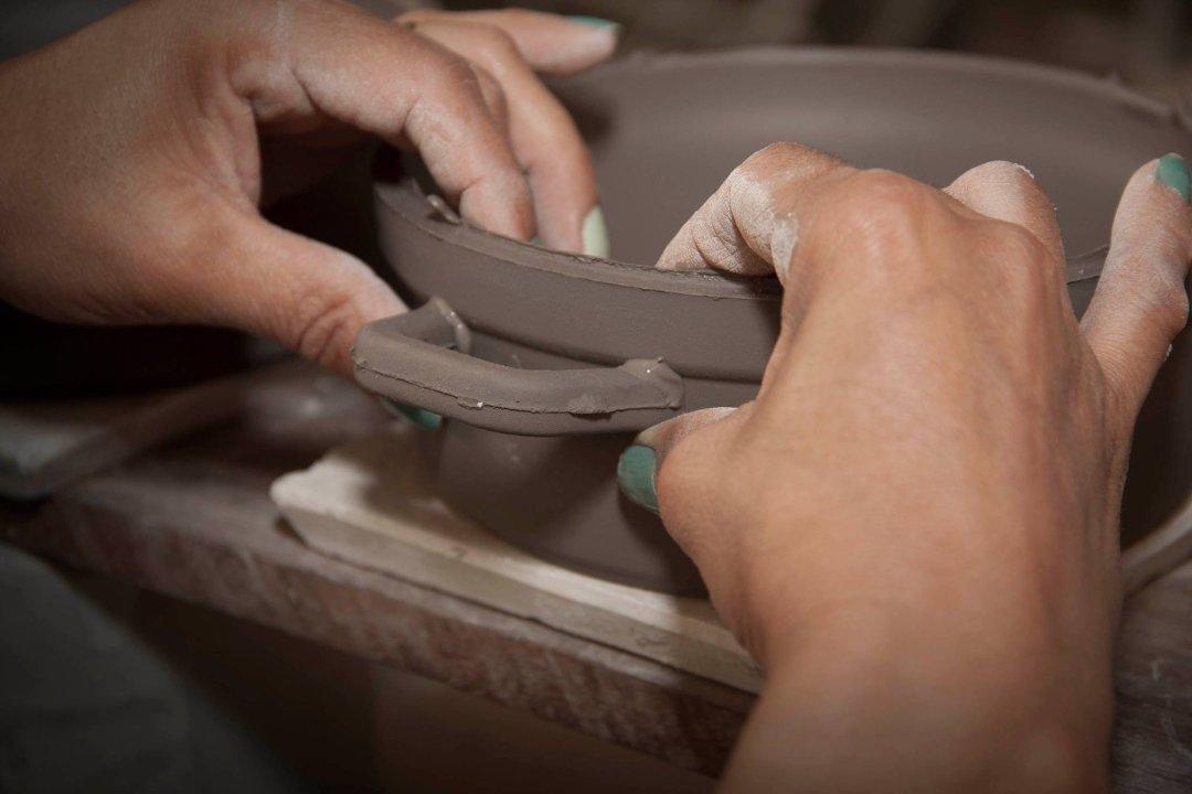 Фрагмент процесса создания керамической кастрюли от Ceraflame