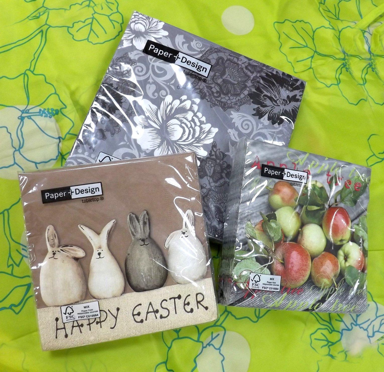 Бумажные салфетки от Paper+Design в прозрачных упаковках с изображениями комичных зайцев, стилизованных цветов и свежих яблок