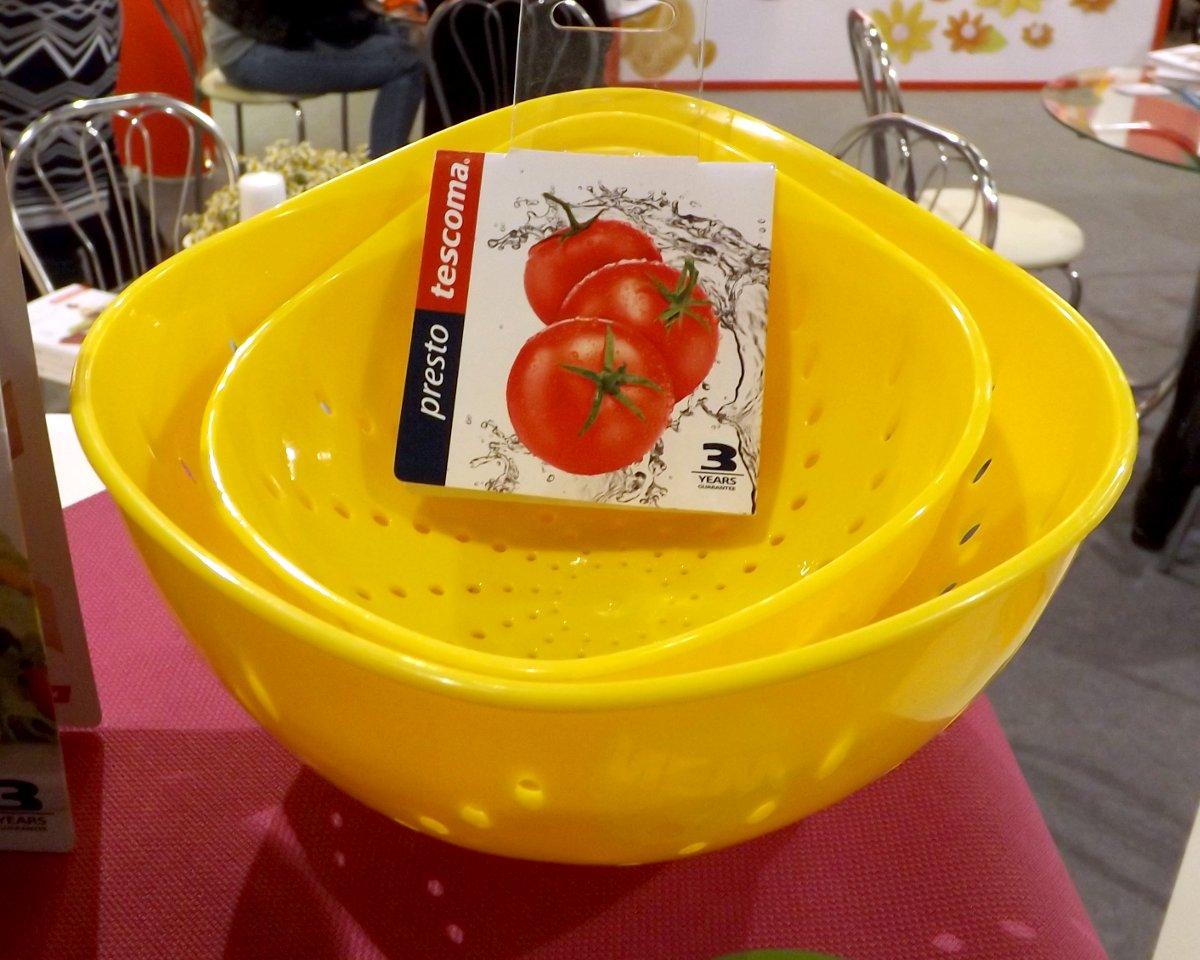 Миски от Tescoma с отверстиями для деликатного промывания плодов, на весенней выставке HouseHoldExpo 2015