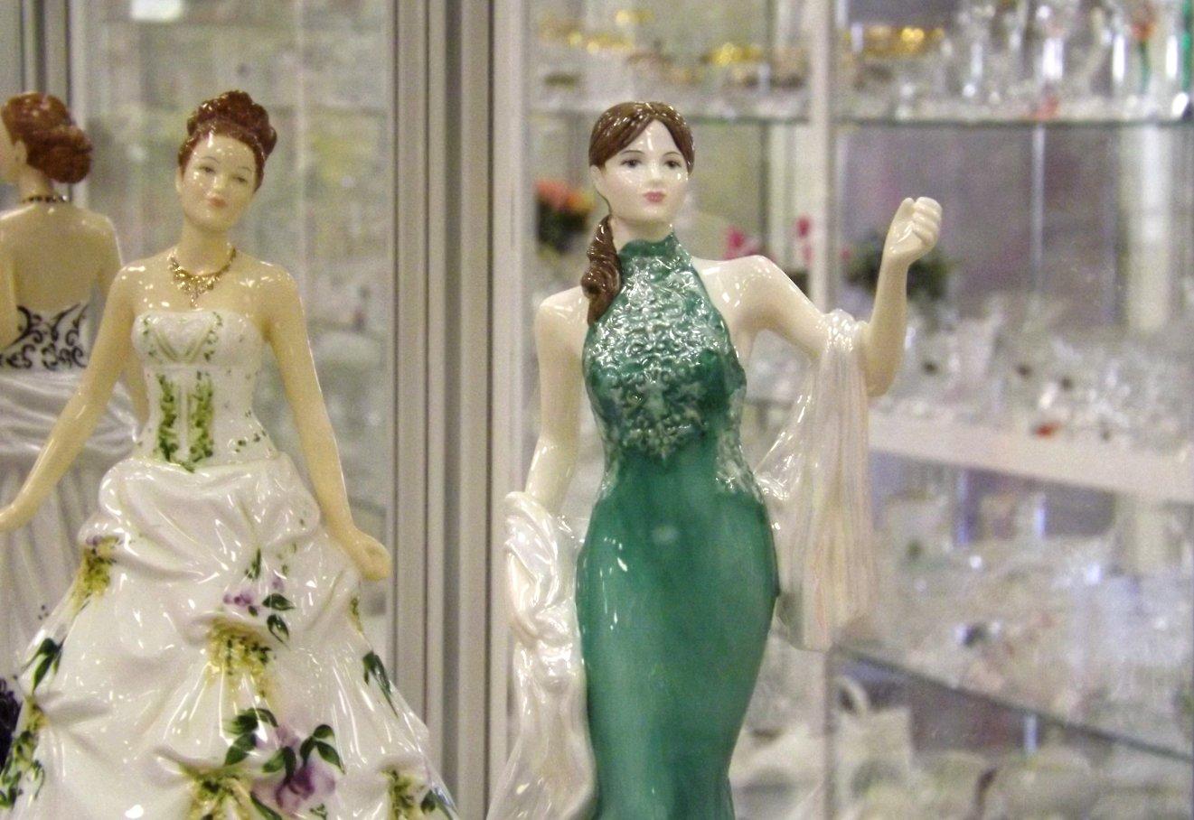 Статуэтки из фарфора - слева Jessica от English Ladies