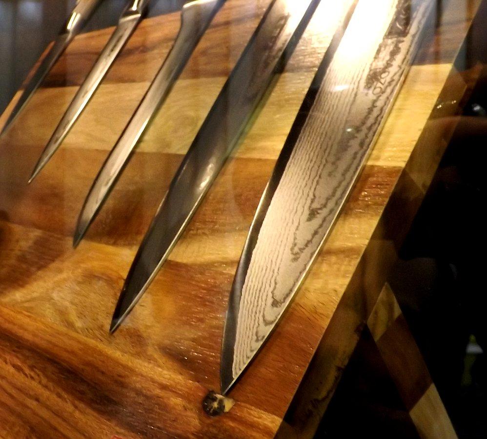 Лезвия стальных кухонных ножей Mikadzo DAMASCUS на московской выставке Мебель-2013