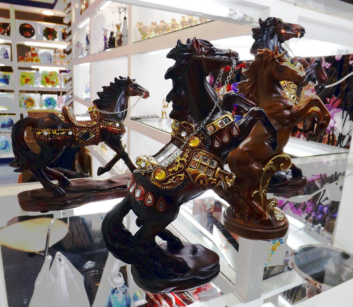 Cтатуэтки лошадей. Выставка HouseHold Expo в Москве, сентябрь 2013 г.