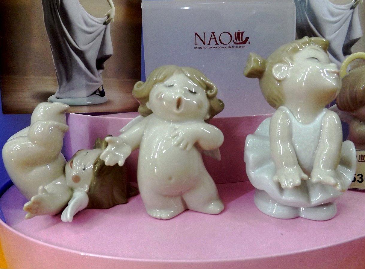 Фарфоровые фигурки ангелочков NAO: кувыркающийся (Roly-Poly!), поющий (Sing-Song!), - а также статуэтка стесняющейся балерины (Sweet Pose)