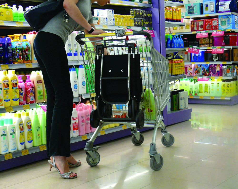 Сумка-тележка Rolser, подвешенная на тележку супермаркета