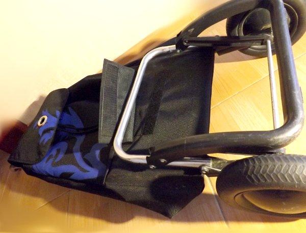 Сумка-тележка LOGIC RG PAC067azul от Rolser с расстёгнутым клапаном-липучкой для крепления сумки к шасси