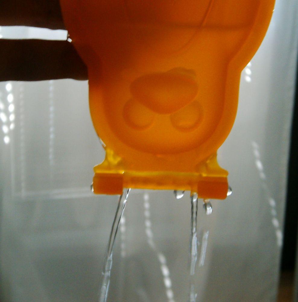 Формочки для домашнего мороженого из серии Tescoma BAMBINI 2014 года: иллюстрация протекания воды через закрытую форму