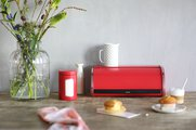 Хлебница стальная с крышкой, пламенно-красный Brabantia 484001