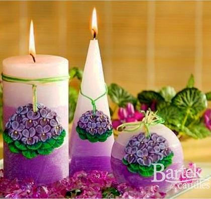 """Bartek Candles RUSTIC VIOLA Свеча """"Фиалки"""" - образ коллекции, колонна 50х140мм, артикул 5907602659726"""