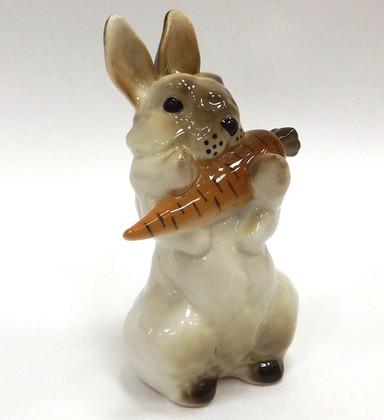 Скульптура Заяц с морковкой 1 ИФЗ 82.01962.00.1