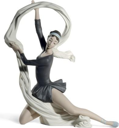 Статуэтка фарфоровая NAO Танцовщица с Вулью (Dancer With Veil) 34см 02012010