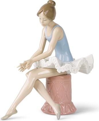 Статуэтка фарфоровая Сидящая Балерина (Sitting Ballet Dancer) 22см NAO 02001179