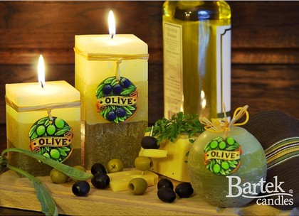 """Bartek Candles RUSTIC OLIVE Свеча """"Оливки"""" - образ коллекции, колонна, 70х140мм, артикул 5907602671537"""