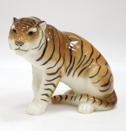 Скульптура Тигр сидящий Мирный, фарфор ИФЗ 82.66640.00.1