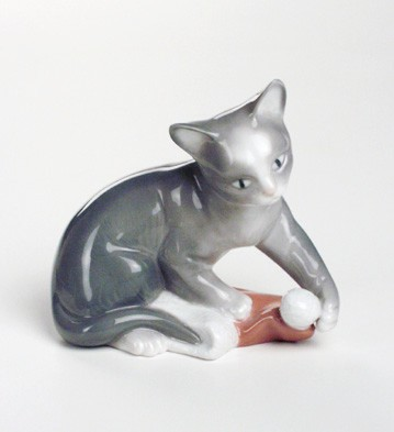 Статуэтка фарфоровая NAO Рождество для котёнка (Kitty's Christmas) 9см 02001428