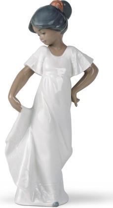 Статуэтка фарфоровая Платье со шлейфом (Little Sweetheart) 22см NAO 02001374