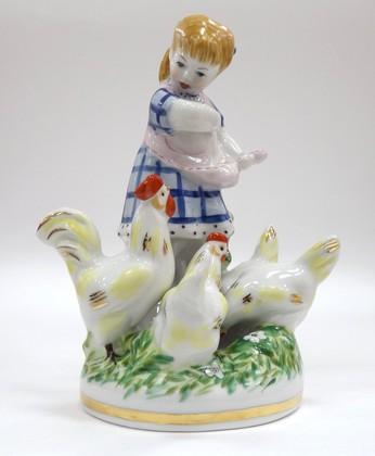 Скульптура Девочка с курами в голубом платье Дулёвский фарфор ДС744.1