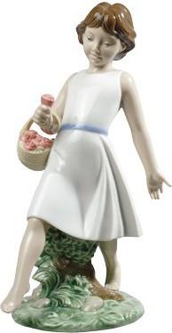 Статуэтка фарфоровая Гуляя босиком (Barefoot Stroll) 23см NAO 02001828