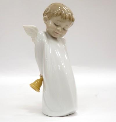 Статуэтка фарфоровая NAO Застенчивый маленький ангел (Shy Little Angel) 02001889