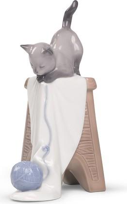 Статуэтка фарфоровая NAO Играющий Котёнок (Kitten Playtime) 13см 02001592