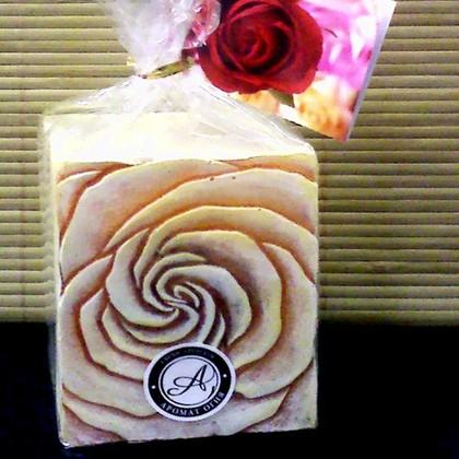 "Bartek Candles SAMBA Свеча ""Бутон"" - в упаковке, блок 70х70х90мм, артикул 5907602671759"