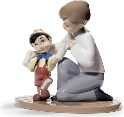 Статуэтка фарфоровая Первые шаги Пиноккио (Pinocchio's First Steps) 14см NAO 02001678