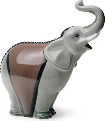 Статуэтка фарфоровая Слон серый (An Elephant's Call) 21см NAO 02001672